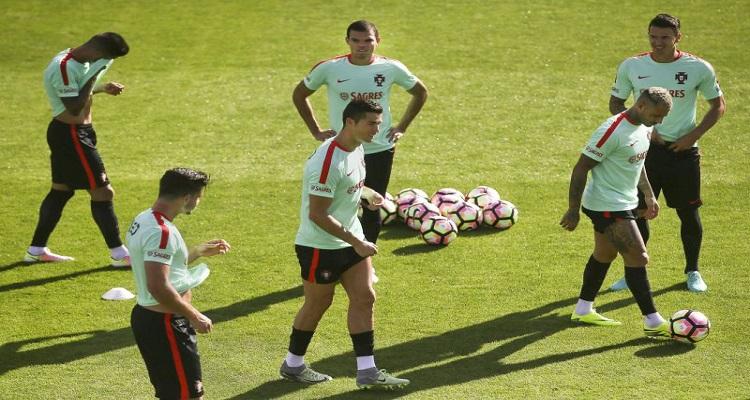 Mundial2018: Fernando Santos muda quase meia equipa em relação a Basileia