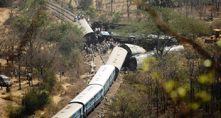 india-120-mortos-descarrilamento