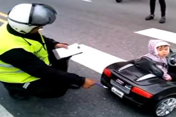 """VÍDEO: UM POLÍCIA """"FISCALIZA"""" UMA CRIANÇA"""