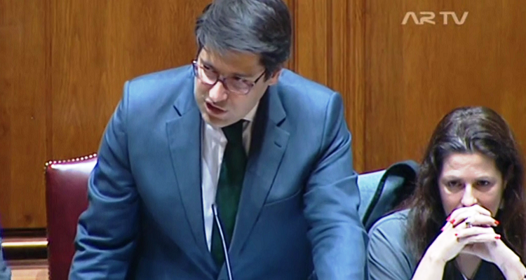 video-bronca-no-parlamento