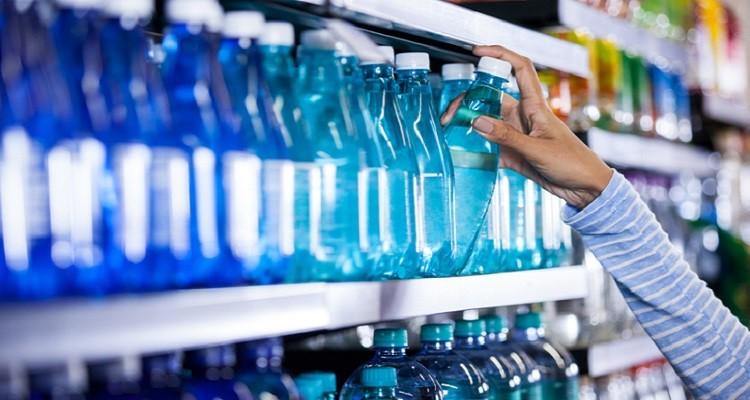 Partículas de plástico detetadas em mais de 90% da água engarrafada