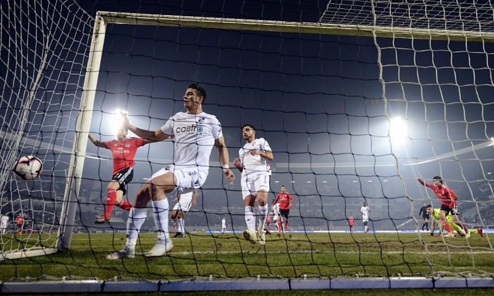 9bddf53f3a João Félix marcou o único golo do encontro no primeiro tempo. Benfica fica  agora à espera do resultado entre o Feirense e o Sporting (quarta-feira
