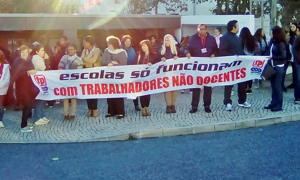 MEM MARTINS: ESCOLA ENCERRADA DEVIDO À GREVE DE TRABALHADORES