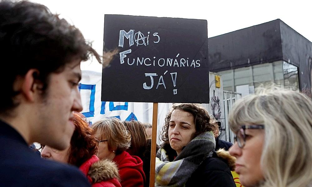PCP E BE QUEREM ESCLARECER A FALTA DE FUNCIONÁRIOS NAS ESCOLAS